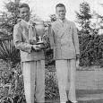 優勝した戸田(左)と2位の井上(ゴルフドム1938年10月号=日本ゴルフ協会所蔵=より)