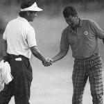 鈴木弘一(右)を下して大会初優勝を飾った山本善隆(週刊アサヒゴルフ1993年9月28日号より)